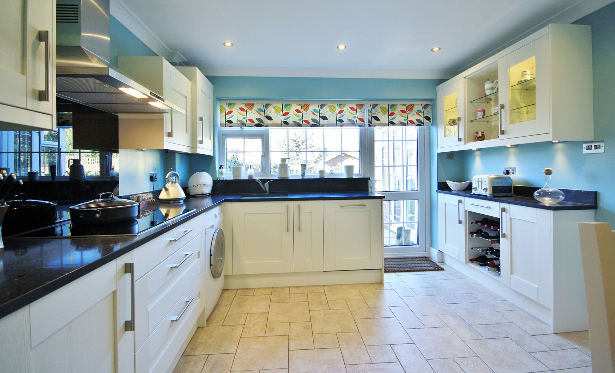 Contemporary kitchen using Windsor Shaker Ivory by KitchenCraft